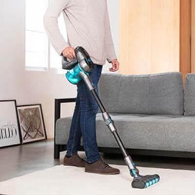 Limpiando una alfombra