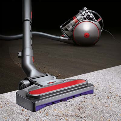 Dyson Cinetic Big Ball limpiando