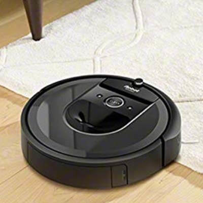 Roomba i7 Plus limpiando alfombra