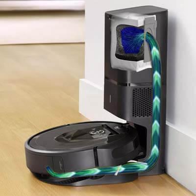 Roomba i7 Plus vaciándose