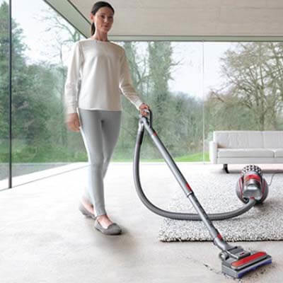 Dyson Cinetic Big Ball Absolute limpiando alfombra