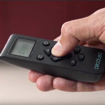 También la puedes manejar con el mando a distancia