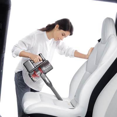 Limpiando el coche