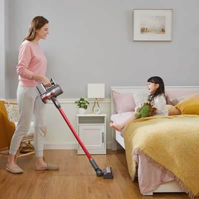 Roborock H7 limpiando una habitación